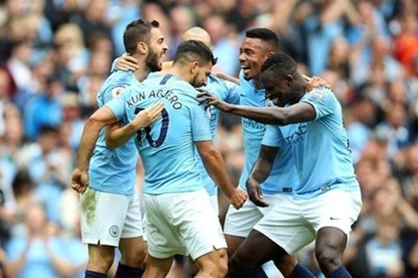 Man City giành chiến thắng 6-1 trước Huddersfield