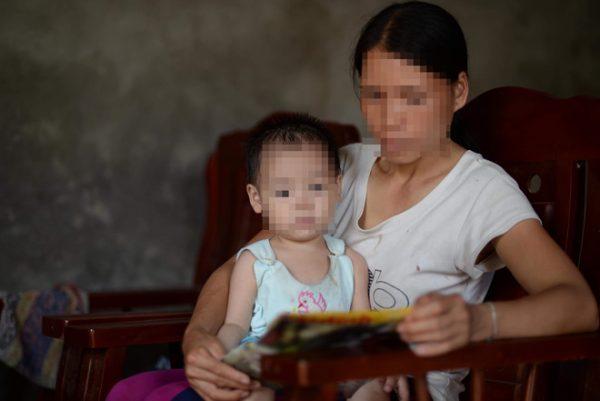 người mẹ có con gái 18 tháng tuổi bị nhiễm HIV ở Phú Thọ