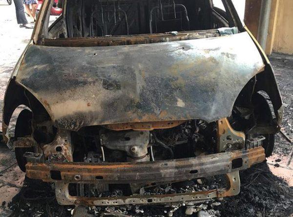 Ôtô của đại úy CSGT bị thiêu rụi trước trụ sở công an
