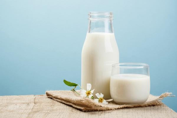 sữa tươi gây ngộ độc ở trẻ