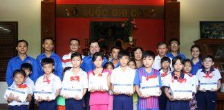 Tân Hiệp trao 20 suất học bổng cho học sinh có hoàn cảnh khó khăn ở Tiền Giang
