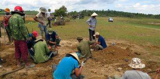 Người dân Phú Yên đi đào đá đen bán với giá 3 triệu đồng/kg