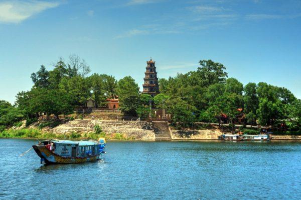 Chùa Thiên Mụ - ngôi chùa nổi tiếng nhất Việt Nam
