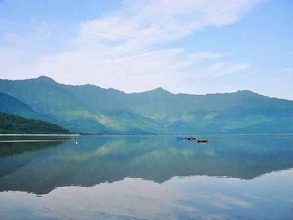 Hồ Đầm Lập An- hồ nước đẹp của Việt nam