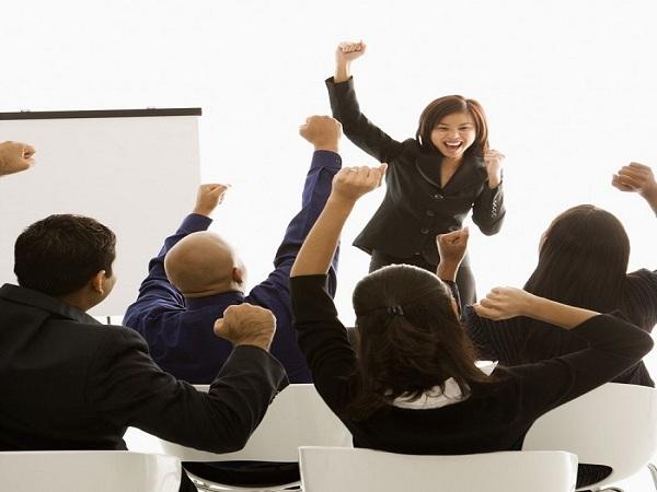 Bí quyết giúp bạn tự tin trước đám đông giúp bạn thể hiện bản thân