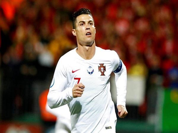 Vì sao Ronaldo chưa chịu rời đỉnh cao?