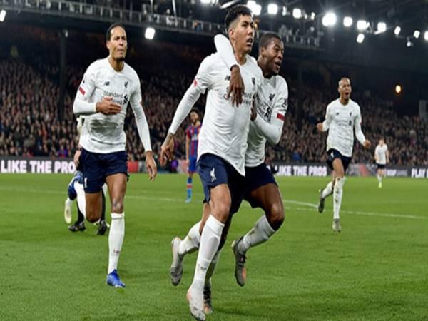 Liverpool cân bằng kỷ lục bất bại của Man City