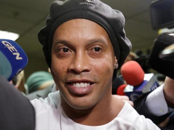 Tin bóng đá sáng 18/3: Ronaldinho đề nghị được quản thúc tại gia
