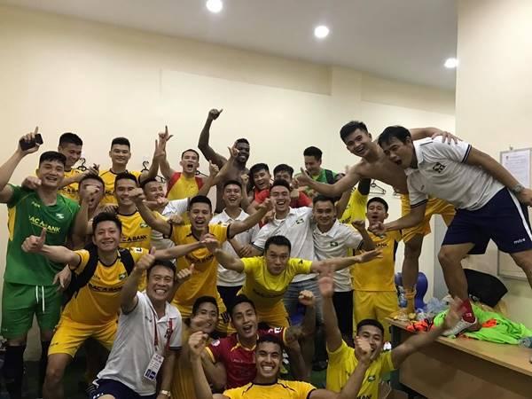 Bóng đá Việt Nam tối 20/6: CĐV SLNA tặng thưởng đội nhà