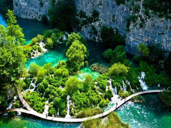 Vườn quốc gia Bạch Mã xinh đẹp với màu xanh của núi rừng