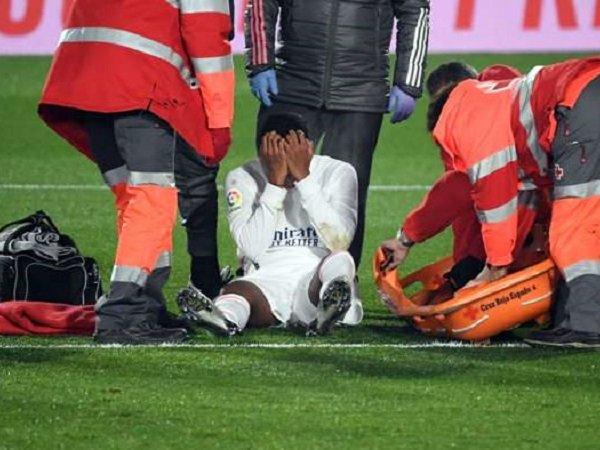 Tin bóng đá 25/12: Vận đen đeo bám Rodrygo ở Real